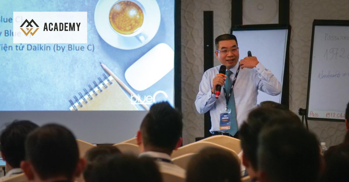 HLV Nguyễn Thanh Sơn cùng HLV Lê Quang Vũ chia sẻ tại sự kiện Broker Summit được tổ chức bởi HSC